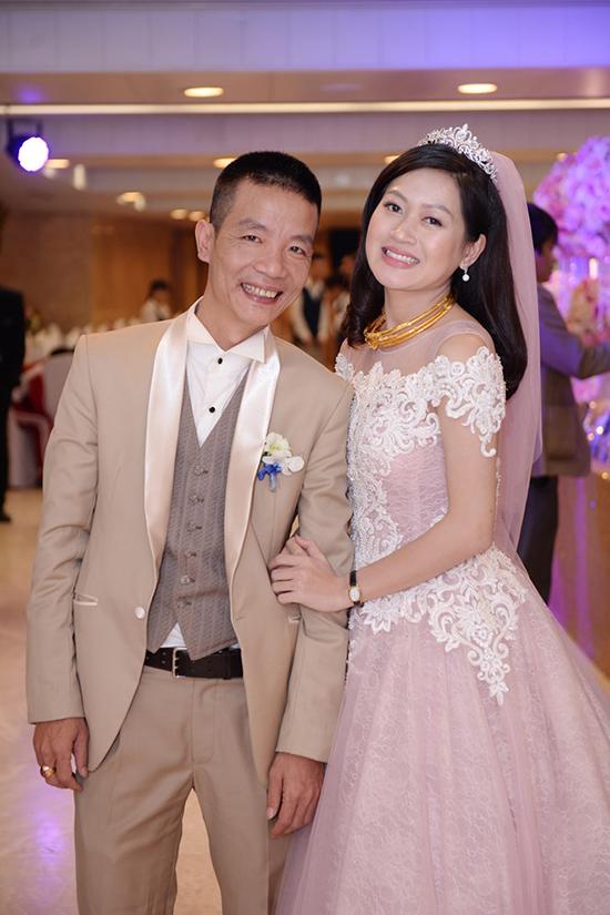 Nguyễn Vĩnh Tiến kết hôn lần thứ hai năm 2017 vớibà xã kém 17 tuổi tên Lê Vi.
