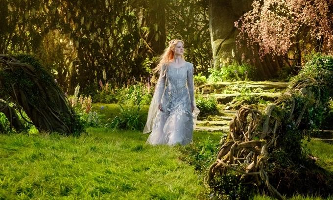 Công chúa Elle Fanning dịu dàng và mong manh sương khói.