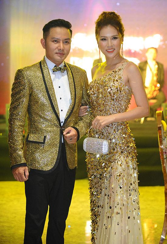 Diễn viên, nhà sản xuất phim Thiên Bảo sánh đôi vợ trẻ Kim Yến.