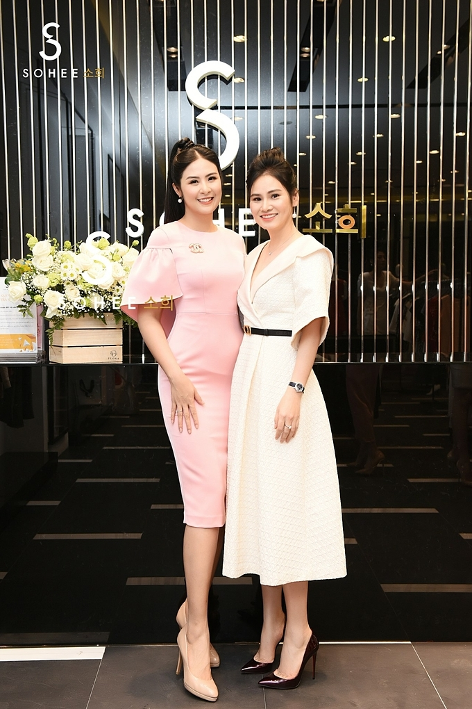 Hoa hậu Ngọc Hânđóng góp nhiều tư vấn về chuyên môn thiết kế để các sản phẩm của Sohee ngày càng phù hợp với thị hiếu phái nữ, đồng thời bắt kịp nhanh với xu hướng chung của thời trang quốc tế