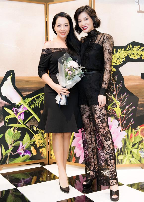Cựu người mẫu Thúy Hằng tới chung vui cùng chủ nhân bữa tiệc.
