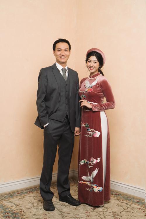 Vì công việc bận rộn nên Ngọc Linh và chồng sắp cưới chọn lựa chụp hình cưới ở một studio của bạn tại Hà Nội. Ý tưởng của bộ ảnh đến từ những điều giản dị trong cuộc sống.