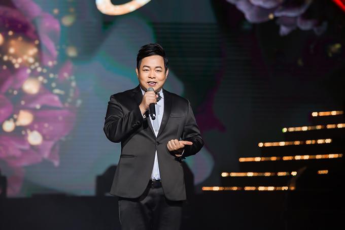 Quang Lê cũng thể hiện lại các hit Đôi mắt người xưa và Sương trắng miền quê ngoại trên sân khấu tối qua.