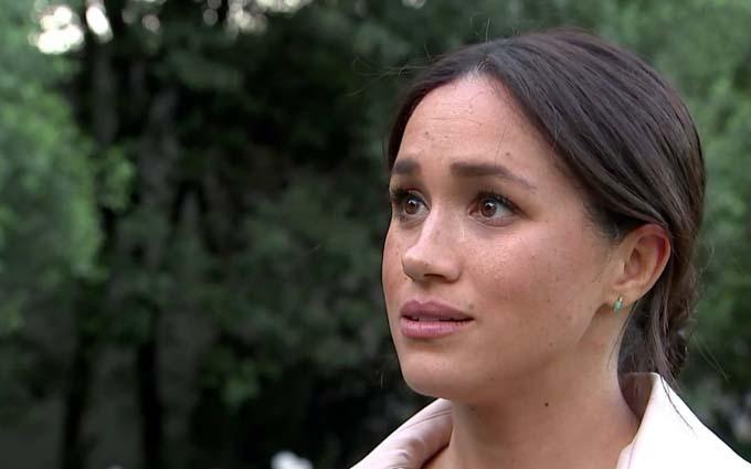 Meghan chia sẻ với người dẫn chương trình Tom Bradby trong bộ phim tài liệu vừa phát sóng. Ảnh: ITV.