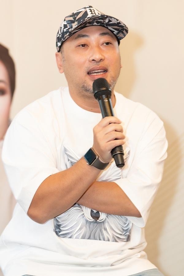 Đạo diễn Nguyễn Quang Dũng đảm nhận thực hiện chương trình. Anh từng chấm thi Vietnams Idol 2010 - cuộc thi Uyên Linh, Lân Nhã tham dự nên quý mến hai ca sĩ tài năng. Ở lần hợp tác này, Quang Dũng cũng không nhận caste để êkíp dồn đầu tư âm thanh, ánh sáng chất lượng nhất.