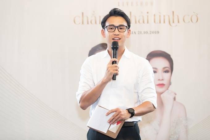 MC Quang Bảo dẫn dắt họp báo. Anh vừa gây chú ý khi tiết lộ giảm 19kg trong vòng hai tháng.