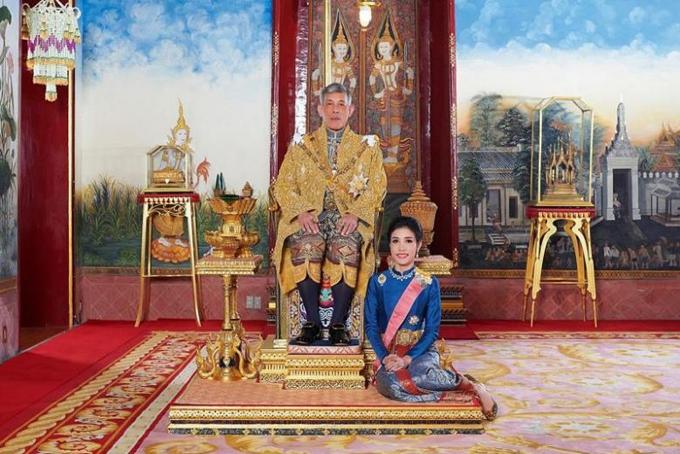 Bà Sineenat là Hoàng quý phi đầu tiên sau gần 1 thế kỷ tại Thái Lan. Lần gần nhất một nhà vua Thái sắc phong tước vị Hoàng thái phi là vào năm 1932. Ảnh: Guardian.