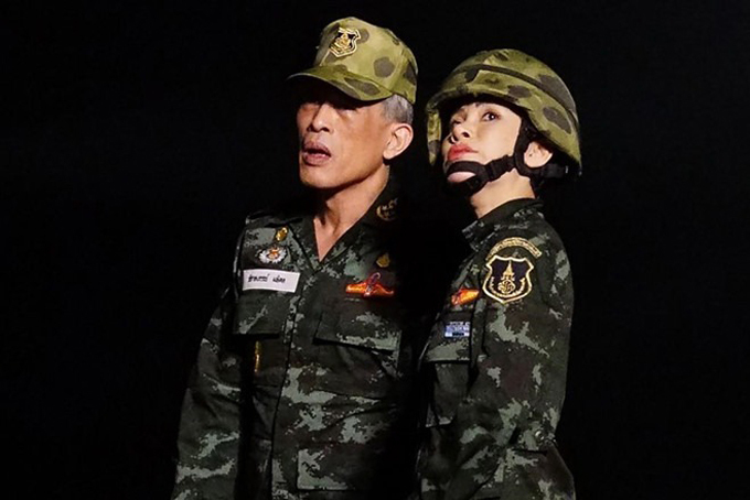Hoàng quý phi Sineenat làm y tá quân y từ năm 2008-2012, sau đó được chuyển đến làm việc cho Văn phòng Hoàng gia Thái Lan. Cuối cùng bà lại được chuyển về làm việc cho văn phòng của vua Vajiralongkorn, khi đó ông là thái tử và chưa đăng cơ. Ảnh: Straistimes.