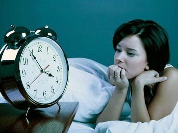 Thiếu ngủ khiến bạn dễ nóng giận, cáu gắt.