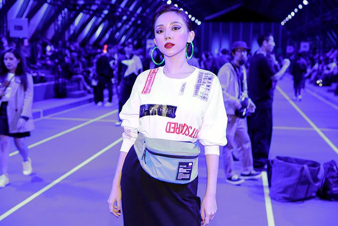 Tóc Tiên là khách mời Việt Nam duy nhất và đầu tiên được đến xem Onitsuka Tiger SS20 Fashion Runway - Sàn diễn bộ sưu tập xuân hè 2020 của Onitsuka Tiger.