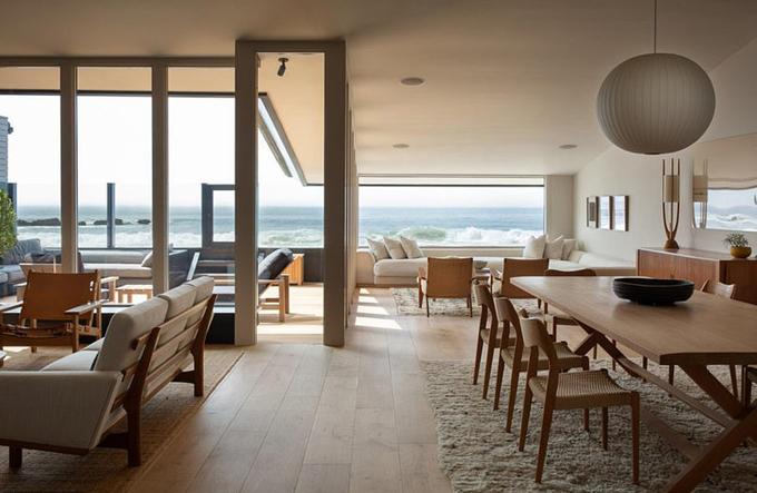 Biệt thự gồm 4 phòng ngủ, 4 phòng tắm vàmột nhà khách nhỏ bên cạnh.
