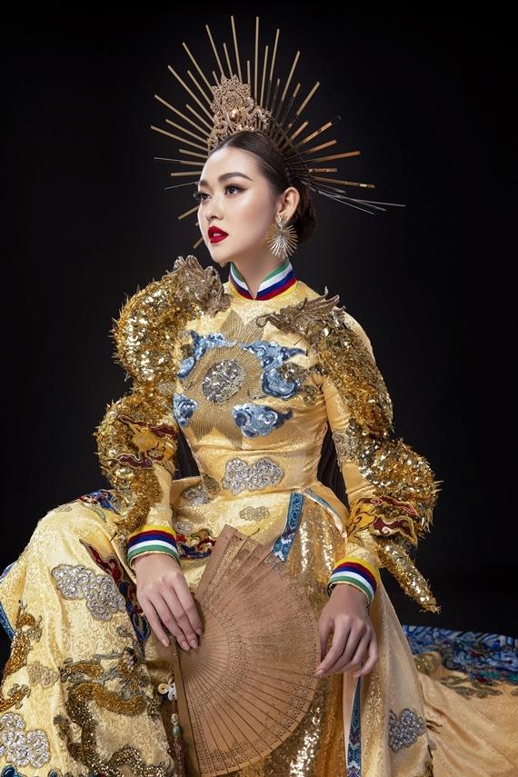 Nguyễn Tường San sinh năm 2000 tại Hà Nội. Cô từng làm người mẫu ảnh, đóng MV... trước khi đoạt danh hiệu Á hậu 2 Hoa hậu Thế giới Việt Nam 2019 và đại diện nước nhà dự thi Hoa hậu Quốc tế 2019.