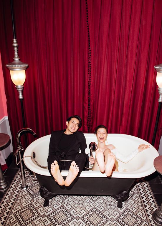 Đông Nhi, Ông Cao Thắng chụp ảnh trong bồn tắm - 1