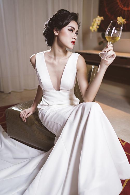 Thêm mái tóc tạo sóng bồng bềnh là hoàn hảo cho một nàng dâu yêu phong cách làm đẹp của những năm 50.