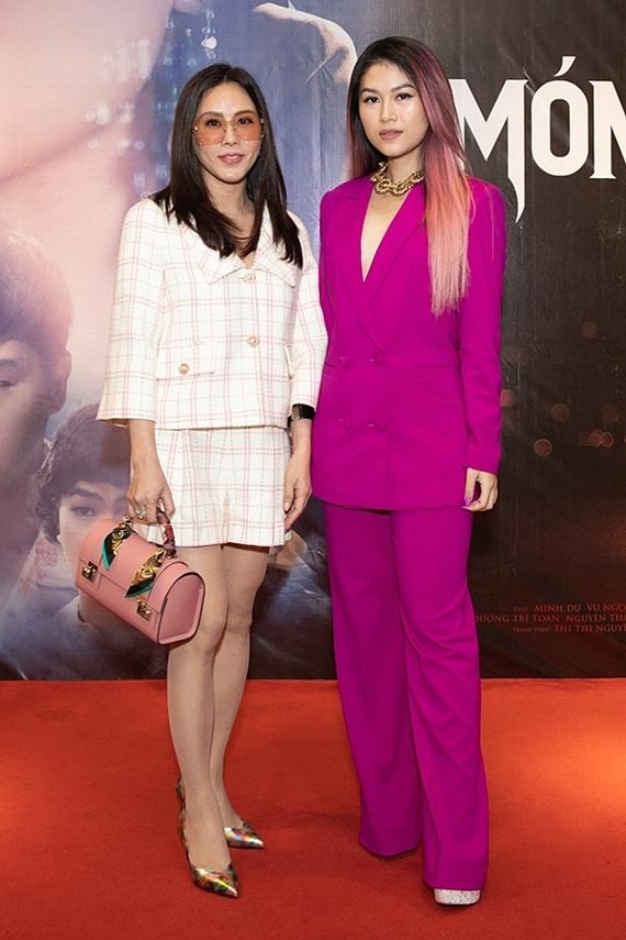 Hoa hậu Thu Hoài dành thời gian đến mừng Ngọc Thanh Tâm.