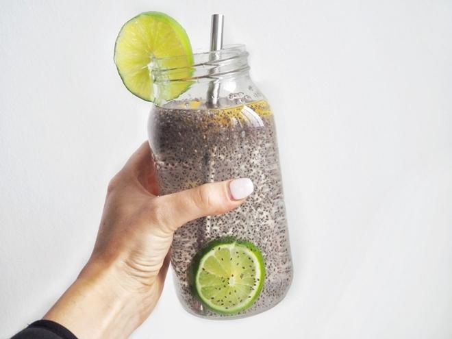 Nước hạt chia Hòa hạt chia vào nước giúp bổ sung dinh dưỡng hiệu quả cho cơ thể.