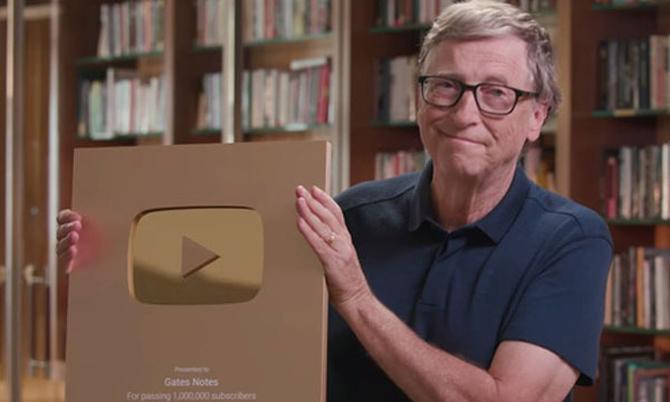 Bill Gates đập hộp nút vàng YouTube