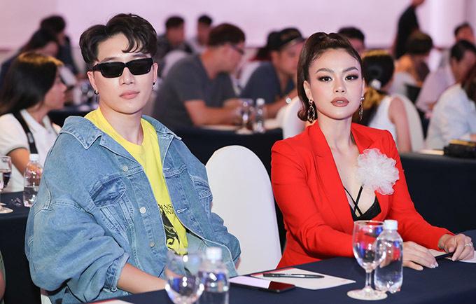 [Caption Làm giám khảo nhưng Châu Đăng Khoa thừa nhận muốn cướp quán quân của Z-POP Dream về làm gà nhà. Tuy nhiên, anh đành phải chấp nhận sự thật là các bạn đã được POPS Music và tập đoàn COZMIC lựa chọn để tham gia huấn luyện tại Hàn Quốc.