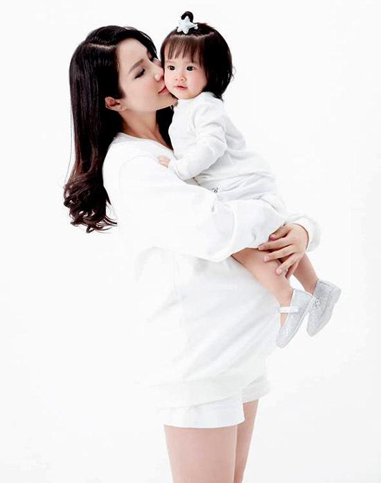 Từ khi làm mẹ Diệp Lâm Anh tạm gác mọi hoạt động nghệ thuật để dành thời gian cho tổ ấm nhỏ và quản lý việc kinh doanh.