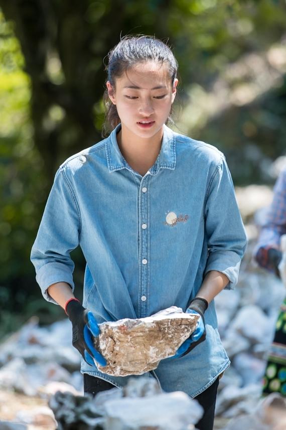 Lương Thùy Linh sinh năm 2000 tại Cao Bằng, đăng quang Hoa hậu Thế giới Việt Nam 2019. Cô sở hữu gương mặt khả ái, chiều cao 1,78m, nền tảng tri thức tốt và vốn tiếng Anh lưu loát.