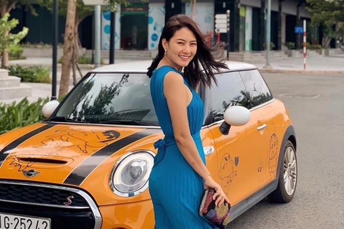 Ngọc Lan xác nhận đã bán chiếc xe do ông xã tặng dịp sinh nhật cô. Thanh Bình giải thích vợ chồng anh kinh doanh bất động sản, xe hơi nên chuyện đổi nhà, đổi xe là bình thường.