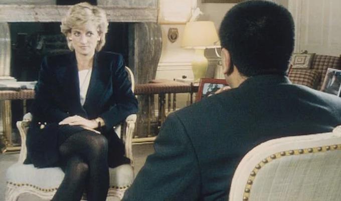 Diana trả lời phỏng vấn của đài BBC vào tháng 11/1995 ở Điện Kensington. Ảnh: BBC Panaroma.