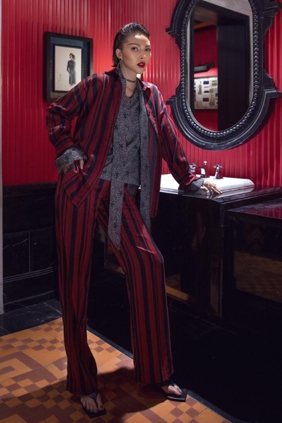Phong cách menswear trở nên cuốn hút nhờ họa tiết kẻ sọc và cách kết hợp màu sắc mang đến diện mạo mới mẻ cho người diện.