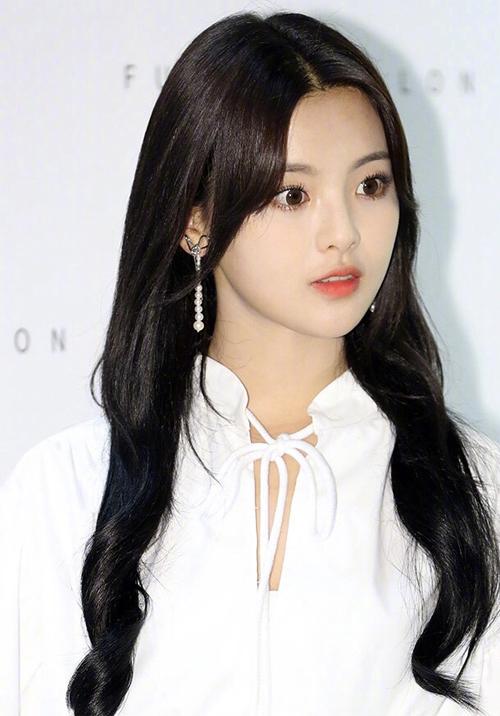 Mỹ nhân đẹp nhất Trung Quốc như một nàng công chúa khi dự sự kiện tại Seoul.