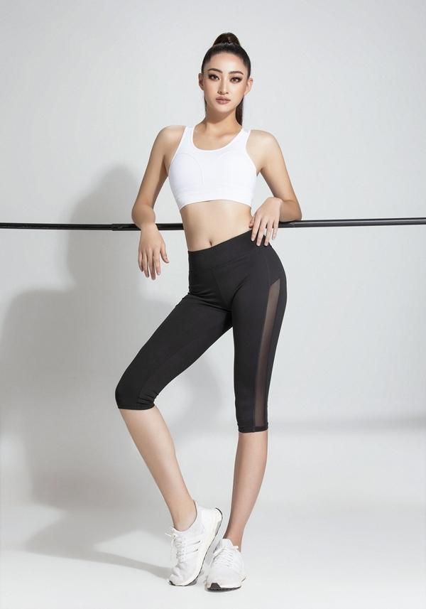 Thùy Linh cũng chụp ảnh với trang phục thể thao trong bộ ảnh gửi đến ban tổ chức Miss World.