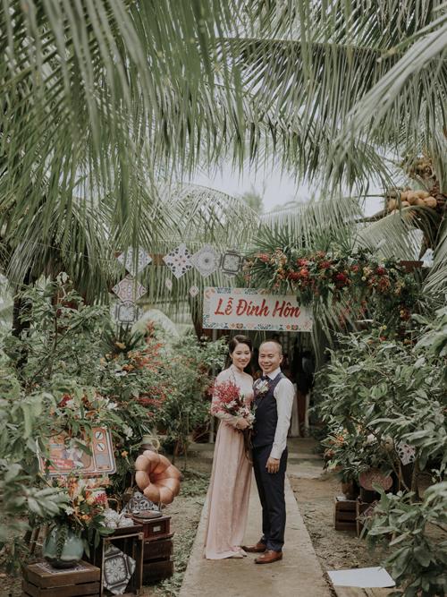 Ý tưởng về không gian lễ cổ xưa đến từ cô dâu. Thư mong muốn tiệc đính hôn vừa thân thiện, giản dị và có tính kết nối.
