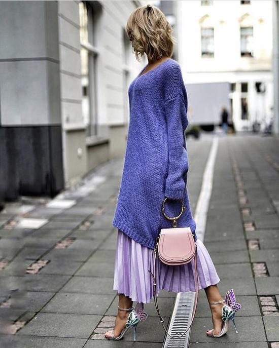 Từ các mẫu áo len cổ điển tay dài, nhiều nhà mốt đã mang tới những mẫu trang phục dáng rộng đề cao sự phá cách.