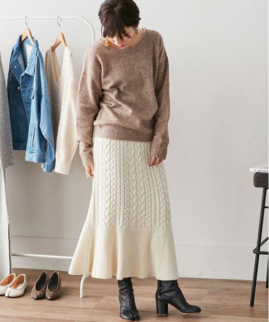 Chân váy len vặn thừng được thiết kế các kiểu dáng dài, phần trên ôm lấy cơ thể để giúp chị em khoe ưu điểm của vòng 3.