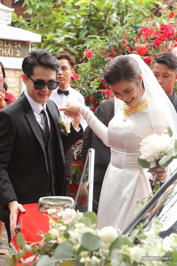 Khoảng 10h15, cặp đôi di chuyển về đến nhà của Ông Cao Thắng.