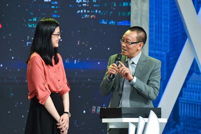 Sau nửa mùa của show truyền hình thực tế về việc làm Cơ Hội Cho Ai - Whose Chance đang phát sóng trên VTV3, đã có 8 ứng viên nhận được công việc với vị trí, mức lương cùng các chế độ đãi ngộ hấp dẫn tại các doanhh nghiệp, tập đoàn lớn Việt Nam. Bên cạnh đó, cũng có nhiều ứng viên không thể hiện tốt hoặc kỳ vọng quá cao nên bị các sếp từ chối.