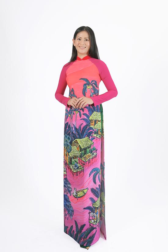 Chị cả của Võ Hoàng Yến là Võ Ngọc Hoàng Hoa. Chị từng đạt giải  Á hậu Áo dài Việt Nam 1996.