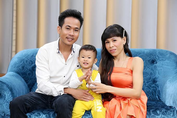 Sự xuất hiện của thiên thần nhỏ càng làm cho Văn Lộc và Nguyễn Nhi gắn bó với nhau hơn.