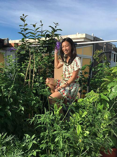 Joanna, sống tại Singapore, nói rằng hành trình trở thành nông dân nhà phố của mình bắt đầu từ khá sớm. Bởi ngay từ bé, cô rất thích các hoạt động ngoài trời và có nhiều cơ hội tham gia.