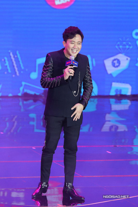 MC Trấn Thành dẫn dắt đêmĐại nhạc hội Super Show tổ chức ở Nhà thi đấu Tân BìnhTP HCM.