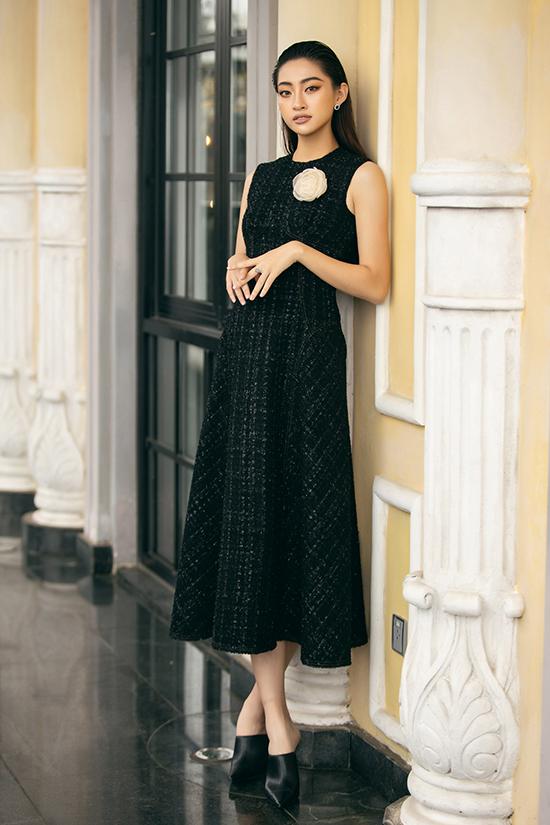 Lương Thuỳ Linh diện váy thu đông - 3