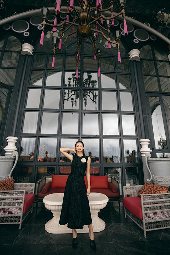Lương Thuỳ Linh diện váy thu đông - 2