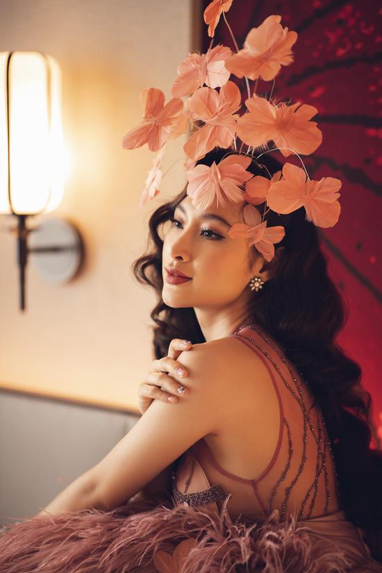 Thời gian qua, mặc dù không chạy show thảm đỏ nhiều như các năm trước nhưng Agela Phương Trinh vẫn là gương mặt được nhiều nhãn hàng thời trang, mỹ phẩm săn đón.