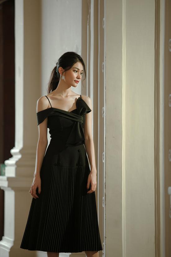 Kỹ thuật xếp vải được tận dụng một cách hiệu quả để mang tới điểm nhấn nhẹ nhàng cho từng mẫu váy mùa thu.