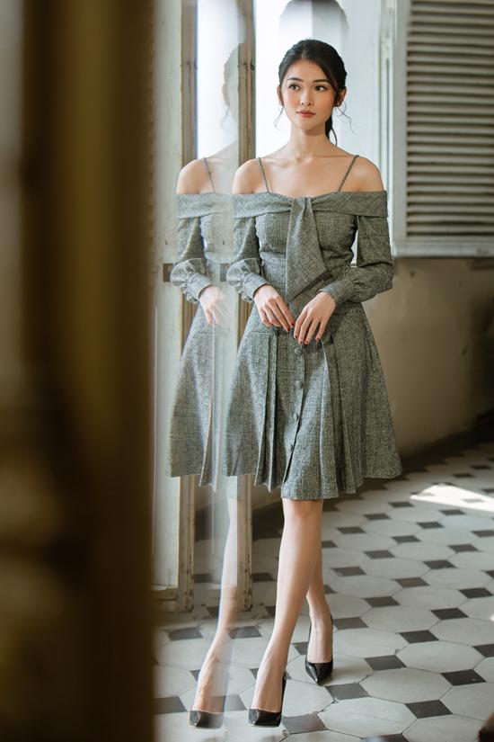 Nét gợi cảm được Nguyễn Hà Nhật Huy khai thác một cách chừng mực trên các kiểu váy khoe vai thon.