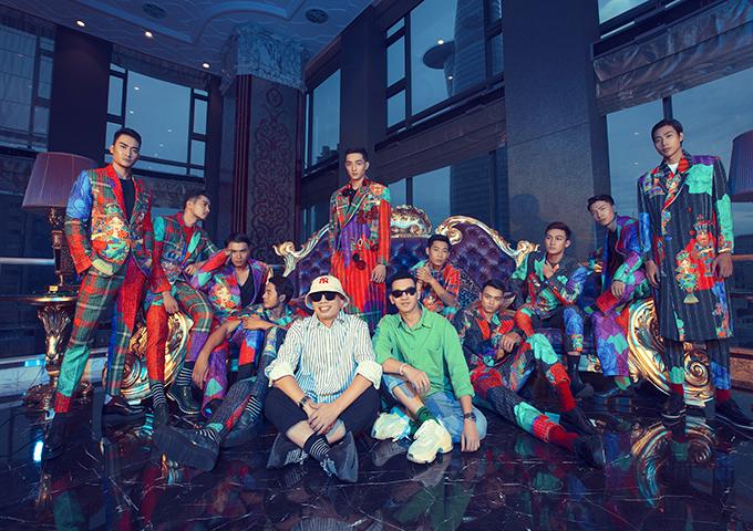 Bộ ảnh được thực hiện với sự hỗ trợ của nhiếp ảnh Tang Tang, stylistThanh Trúc Trương, trang điểm và làm tóc team Tùng Châu -            Tài Ngân -Tài Phạm.