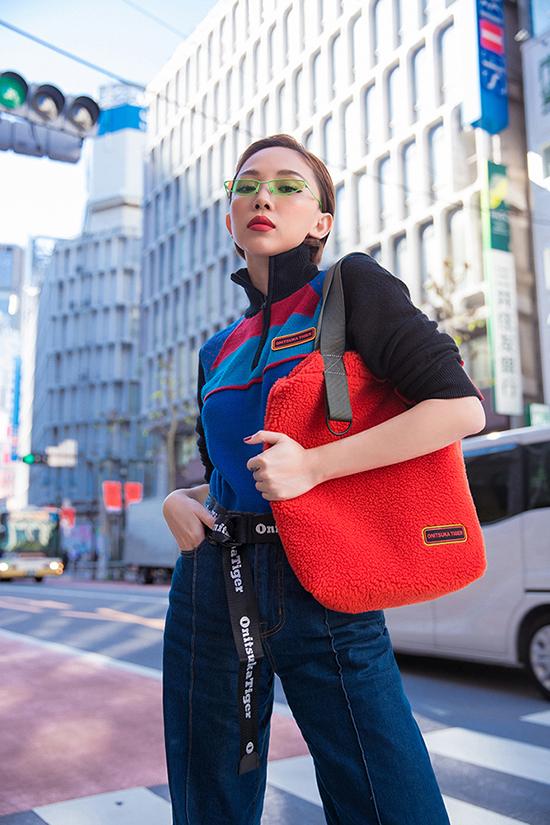Sau khi tham dự buổi giới thiệubộ sưu tập SS20 của Onitsuka Tiger - Huyền thoại thời trang lâu đờiNhật Bản, Tóc Tiên đã chọn các mẫu thiết kế mới để mix đồ street style.