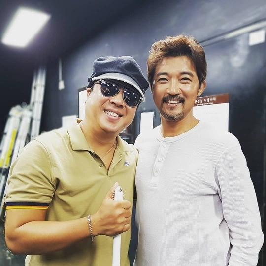 Nam diễn viên Ước mơ vươn tới một ngôi sao Ahn Jae Wook, thần tượng của bao cô gái ngày ấy. Giờ thì, anh của ngày xưa khác rồi. Ahn Jae Wook hiện kết hôn, có một con gái, anh cũng ít xuất hiện trên màn ảnh.