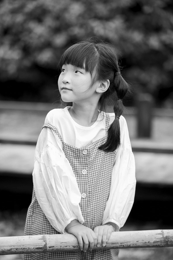 Khánh Ngọc càng giống một cô bé Nhật Bản ở góc ảnh nghiêng.