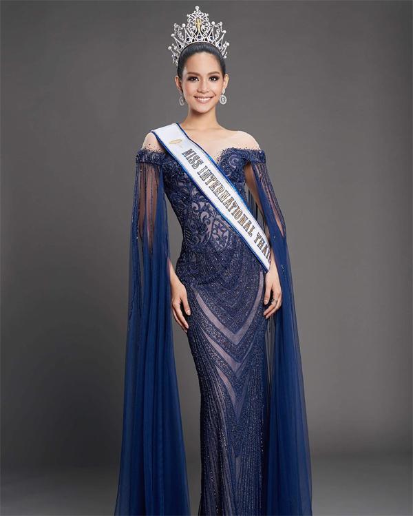 Sireethorn từng giành chiến thắng cuộc thi Miss Thailand 2019 (Hoa hậu Thái Lan 2019). Cô trở thành đại diện của quốc gia đi thi Miss International.