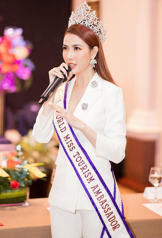 Phan Thị Mơ chia sẻ cảm xúc hào hứng khi tham gia quảng bá giải chạy lớn nhất nước từ trước đến nay.