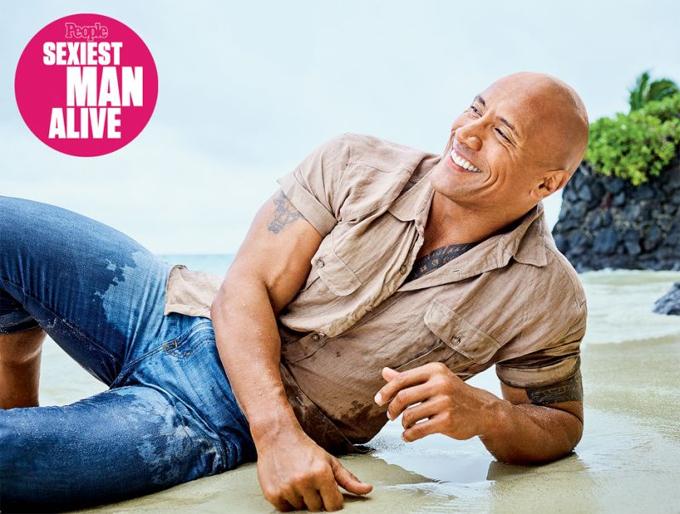 Dwayne Johnson là sao nam sexy nhất thế giới năm 2016. Tài tử Fast and Furious là mẫu hình của người đàn ông hiện đại: Cơ bắp nhưng đôn hậu và hài hước. Anh hiện là ông bố của ba cô con gái.